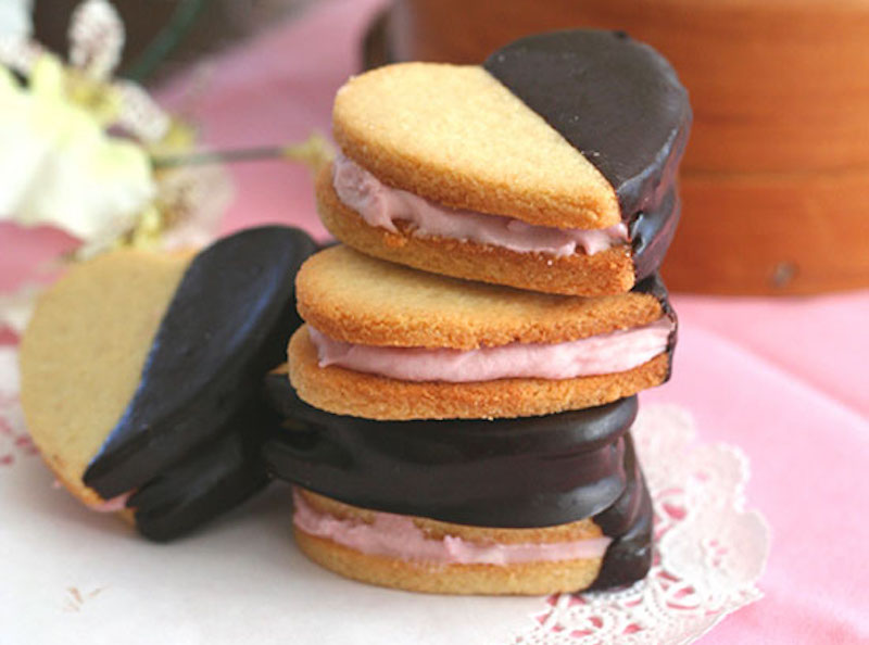 Strawberry Cream Sandwich Cookies