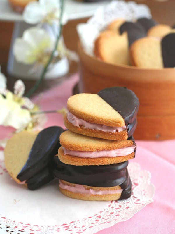Strawberry-Cream-Sandwich-Cookies-3