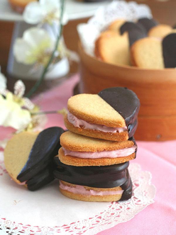 Strawberry-Cream-Sandwich-Cookies-3