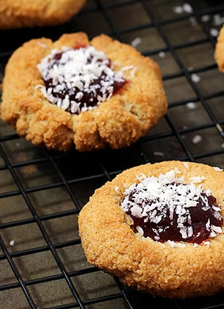 Low Carb Amaretti Cookies